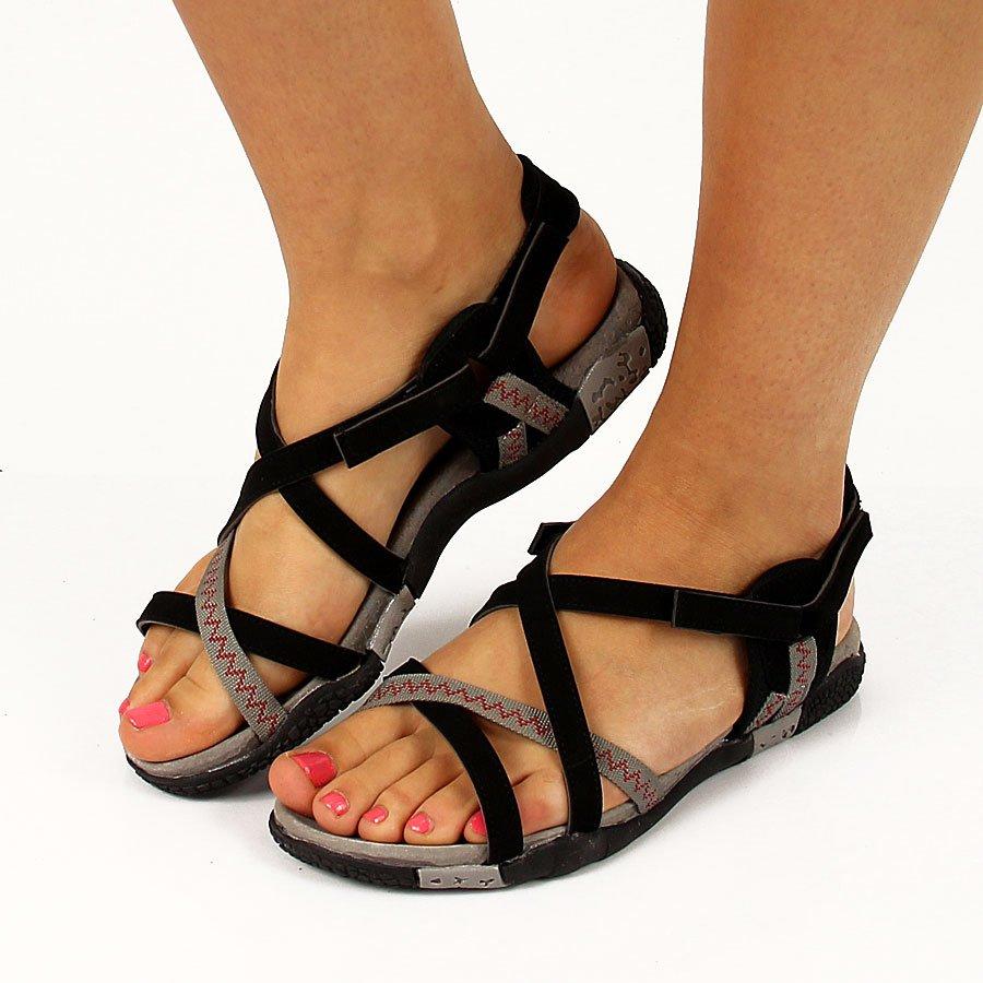 Sandały to tak zróżnicowana kategoria butów damskich, że bez problemu można znaleźć w niej zarówno sandały damskie na wesele (o eleganckim charakterze), sandały damskie do pracy, jak również sandały damskie sportowe.