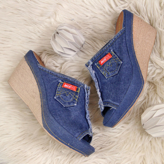 Klapki damskie na koturnie jeansowe Jezzi