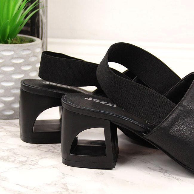 Sandały damskie na gumkę czarne Jezzi