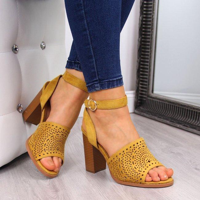 Sandały damskie na słupku żółte T.Sokolski