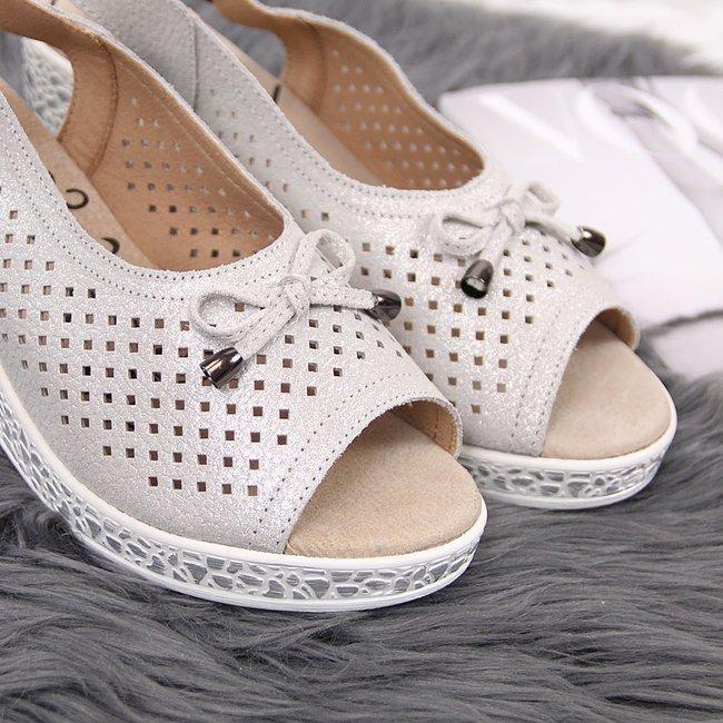 Sandały damskie skórzane na koturnie srebrne T.Sokolski