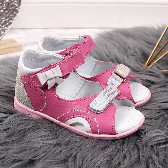 Sandały dziewczęce skórzane na rzepy różowe Kornecki 5183