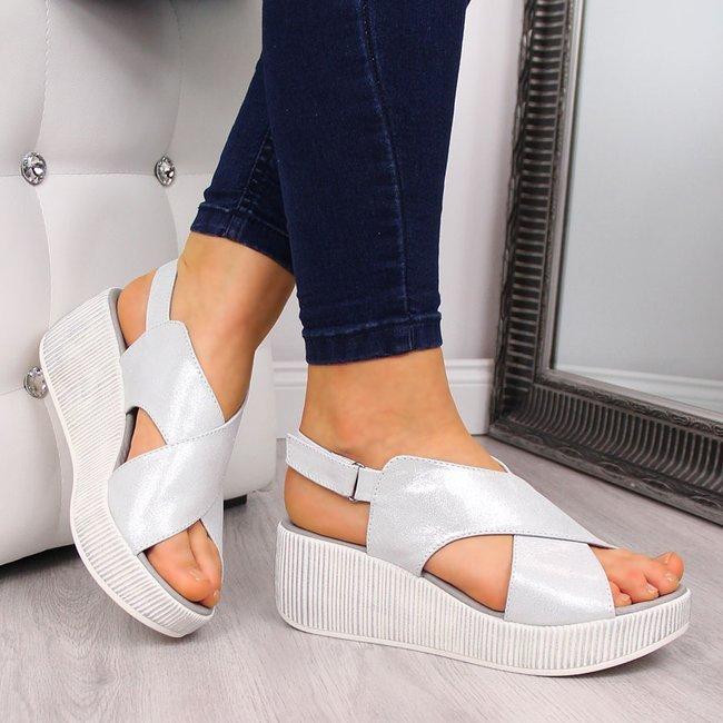 Sandały skórzane damskie na platformie srebrne Dolce Pietro