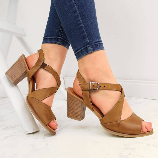 Sandały skórzane damskie na słupku brązowe Dolce Pietro