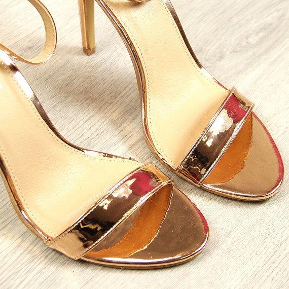 Sandały szpilki lakierowane metaliczne złote Vinceza